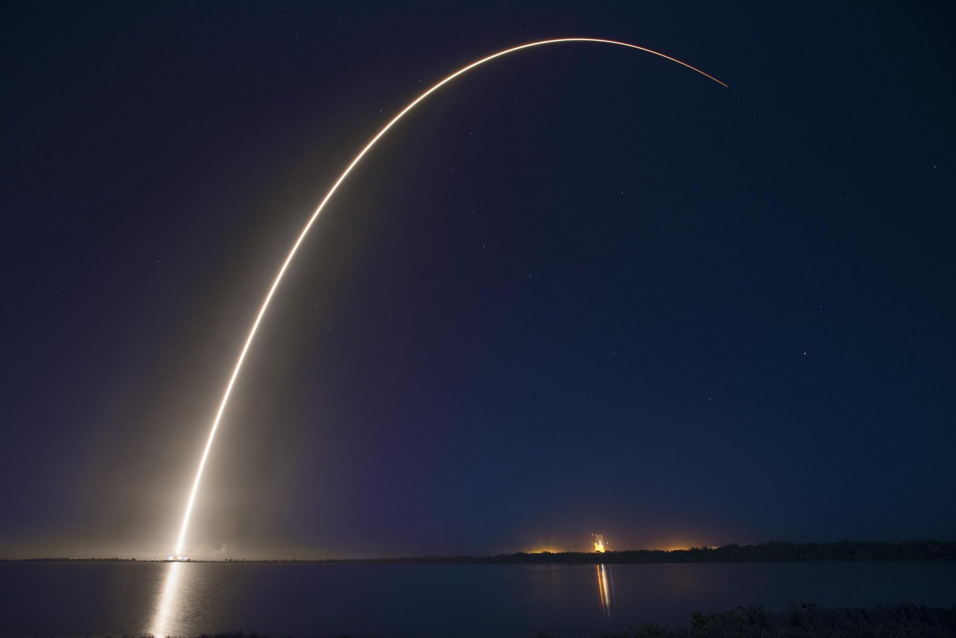 SpaceX - Lancement mars 2015 - Cap Canaveral - Satellites électriques - ABS-3A - Eutelsat 115 West B - Falcon 9 v1.1