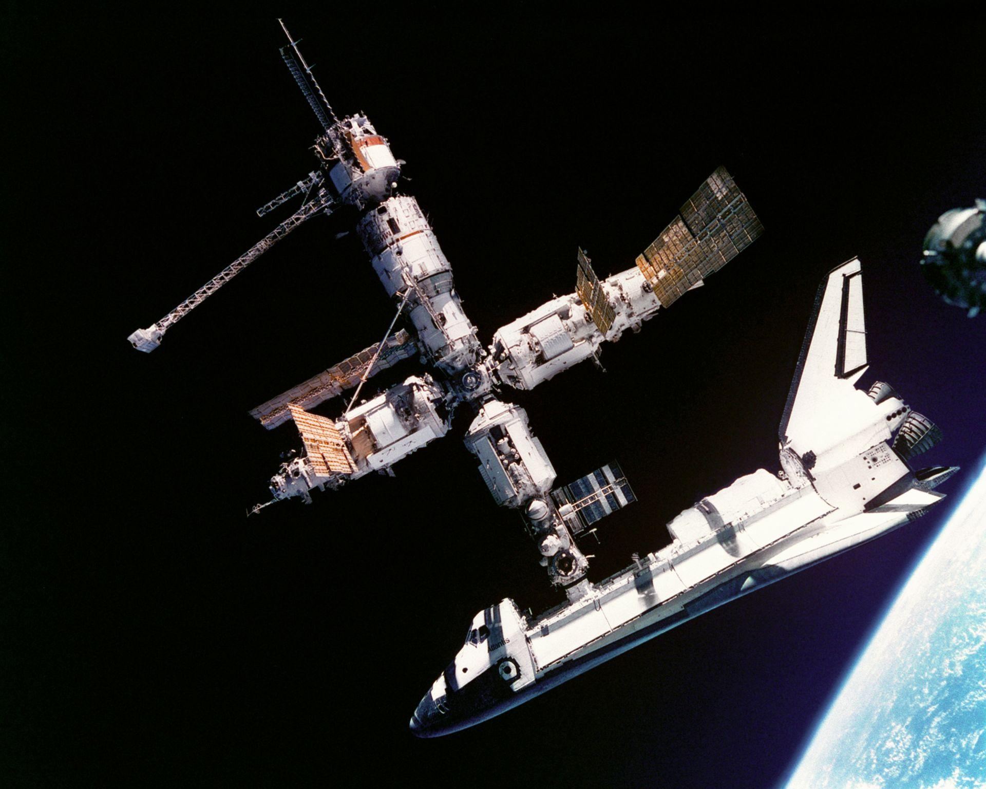 Shuttle - MIR - Atlantis - Juin 1995 - Soyouz - Coopération URSS - USA