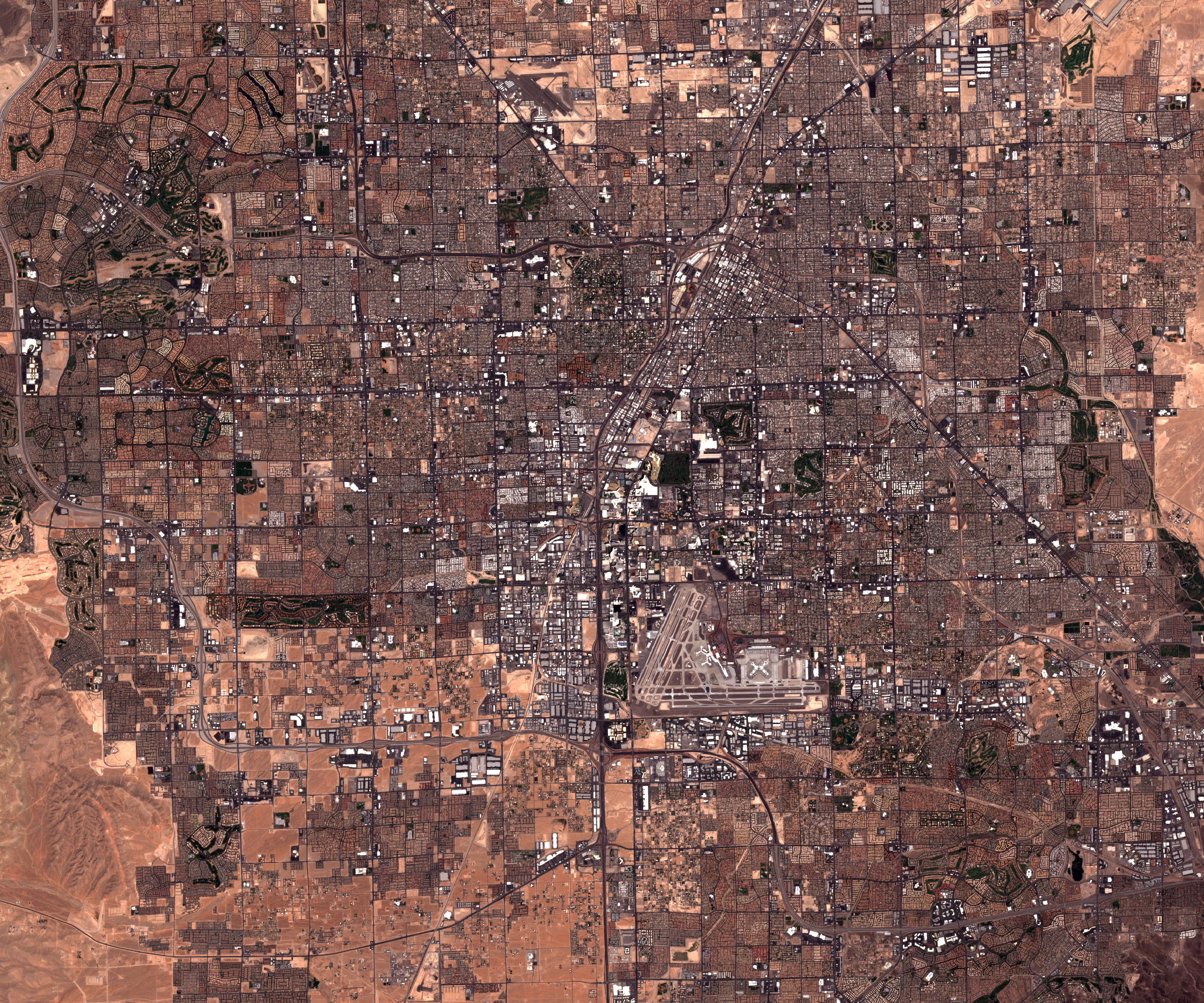 Las Vegas - Strip - satelllite - Sentinel - Sentinel-2A - ESA - Copernicus - Welcome to the fabulous Las Vegas - Bellagio - Wynn - Louxor