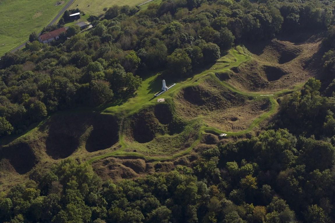 Butte de Vauquois - Meuse - Bataille de Verdun - Argonne - Artillerie - Obus - Marques de la première guerre mondiale - commémoration - mai 2016