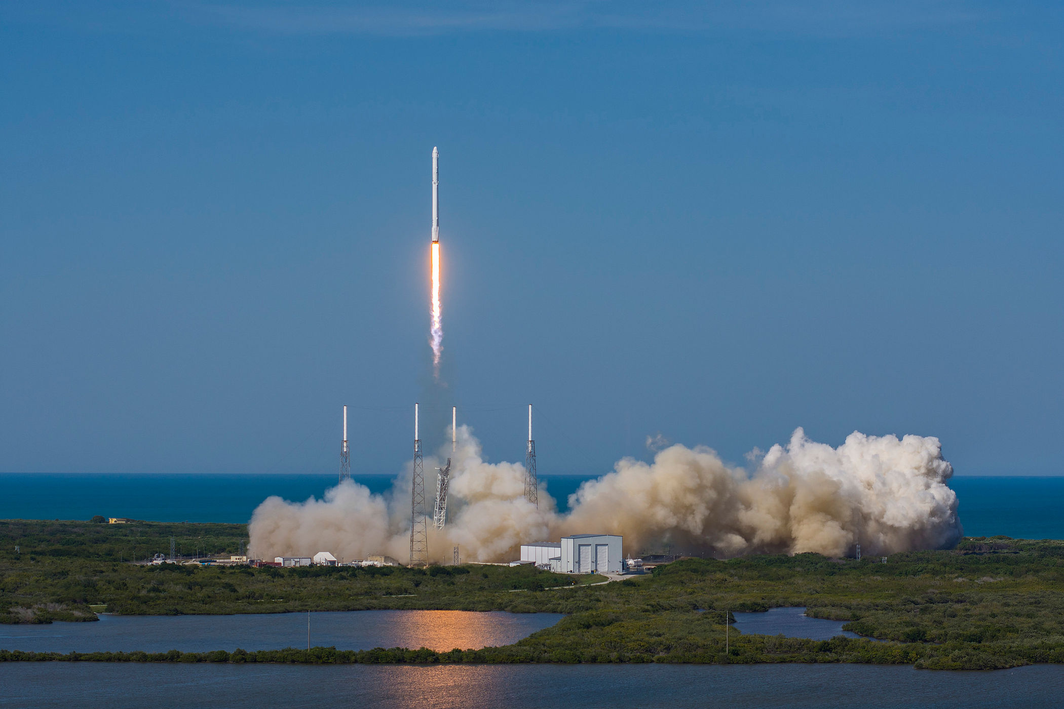 Space X - Falcon 9 FT - Dragon CRS-8 - ISS - Avril 2016 - Launch - lancement - première atterrisage réussi sur barge - first stage landing