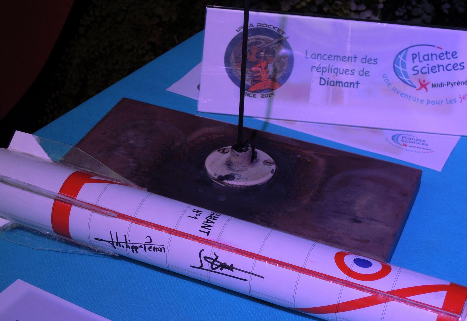 Astérix - A1 - Diamant - Réplique - Microfusée - Toulouse - 26 novembre 2015 - Anniversaire - 26-11-1965 - Hammaguir - SEREB - CNES - DMA - Dédicace Philippe Perrin et George Estibal - Planète Sciences Midi-Pyrénées - IPSA Rocket