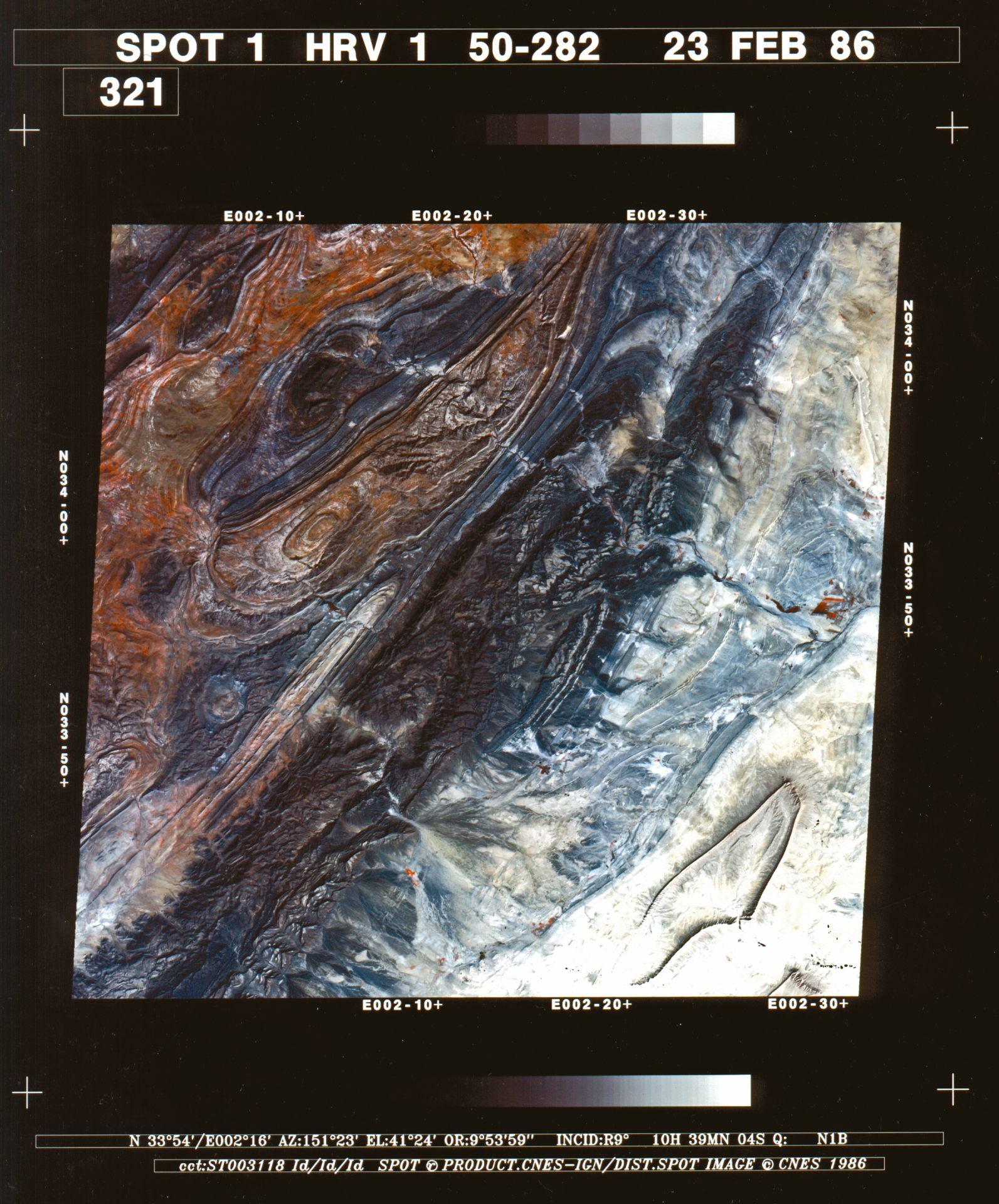 30 ans SPOT - Anniversaire - Première image - Multispectrale - Djebel Amour au nord du Sahara algérien. Une des premières images du satellite SPOT 1. Image multispectrale - Sahara algérience - Acquise le 23 février 1986 à 10h39 UTC. Copyright CNES 1986. Distribution Airbus DS