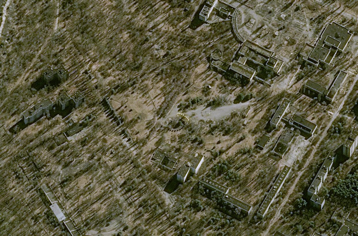 Tchernobyl - Chernobyl - 30 ans - 26 avril 1986 - 26 avril 2016 - satellite Pleiades - Pripryat - Pripriat - Ville fantôme - eux d'enfants - 27-03-2016 - CNES - Airbus DS - Ukraine