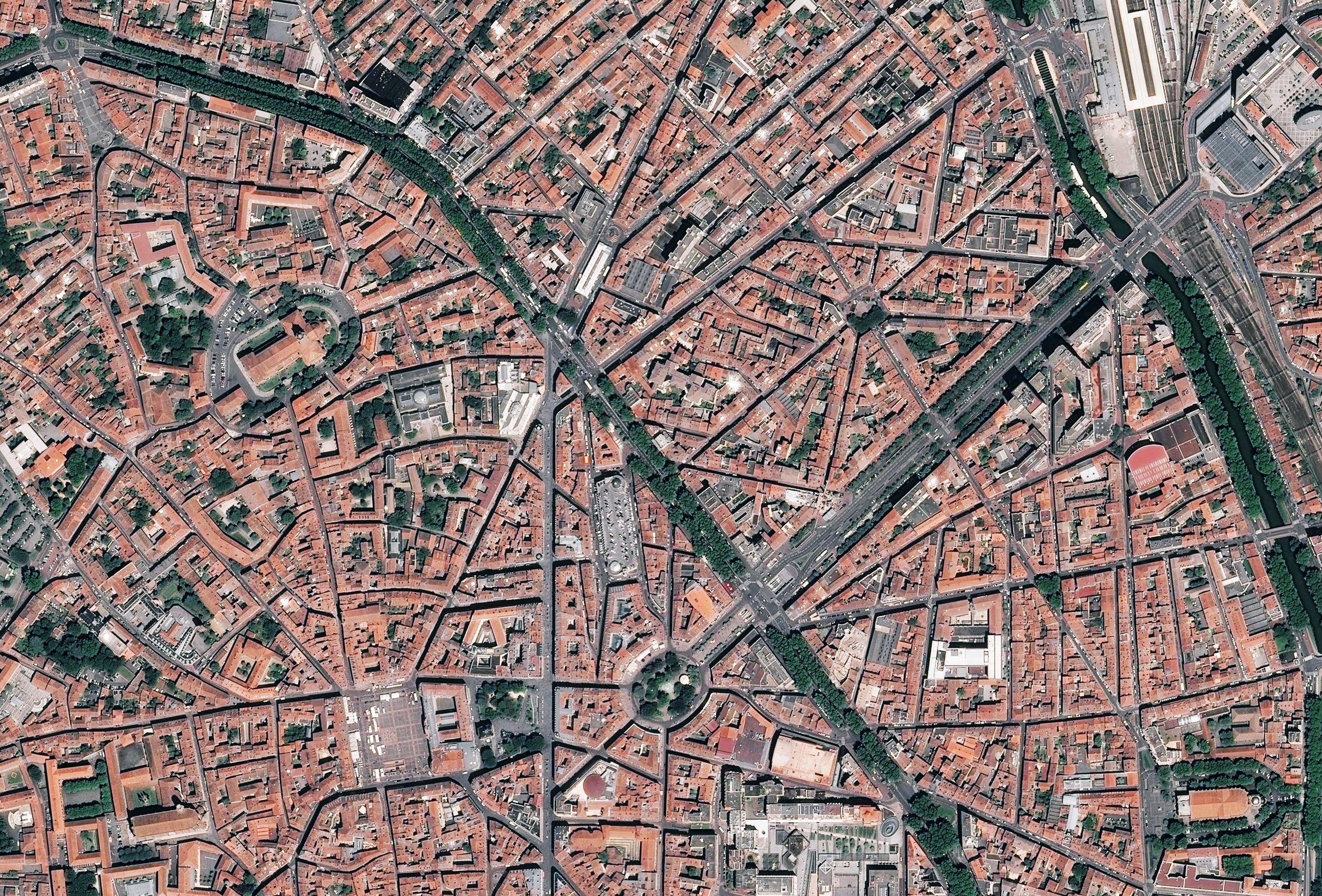 30 ans de SPOT - Un Satellite Pour Occuper Toulouse - Pléiades - Ville rose - Capitale spatiale européenne - Très haute résolution - CNES - Airbus DS