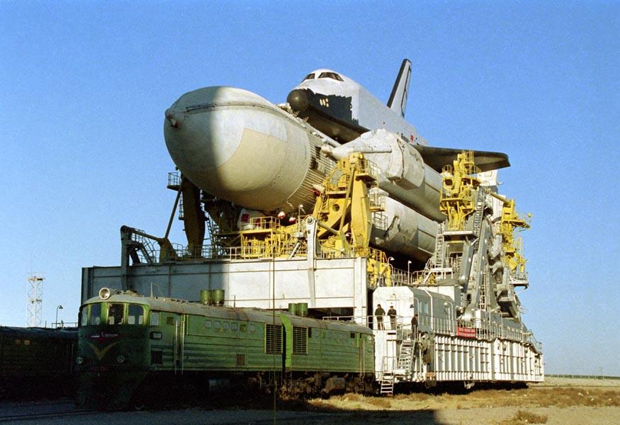 Bouran - Buran - Baikonour - Transport site de lancement - Premier vol d'essai