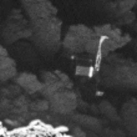 Rosetta a retrouvé Philae - Comète - OSIRIS - Lost comet lander is found - Philae found - ESA - 2 septembre 2016 - Zoom - Gros plan - Corps - 2 pieds - liaison radio difficile