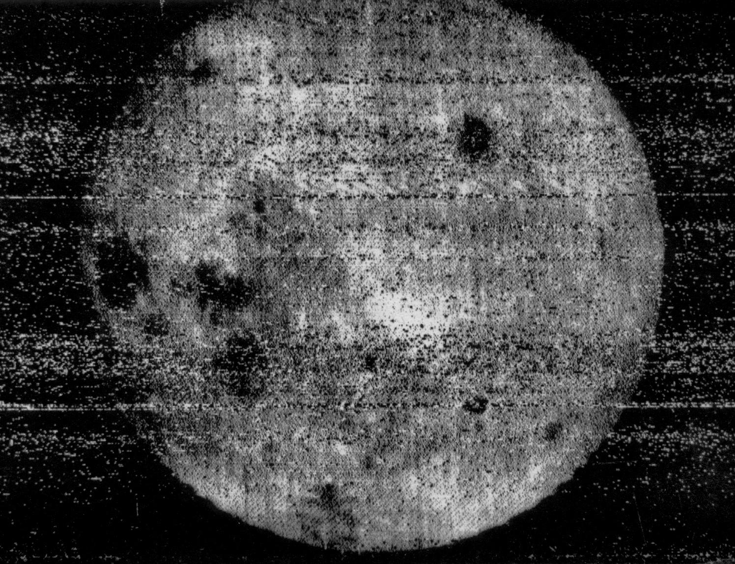 Luna-3 - Première image de la face cachée de la Lune - URSS - 7 octobre 1957 - Moon image