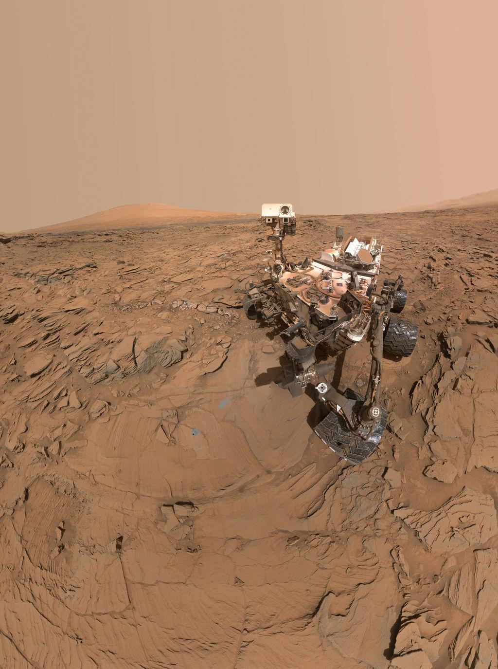 MSL - Curiosity - Selfie - Autoportrait - Juin 2016 - état de santé - roues endommagées - poussière - NASA - JPL - MAHLI - Mars