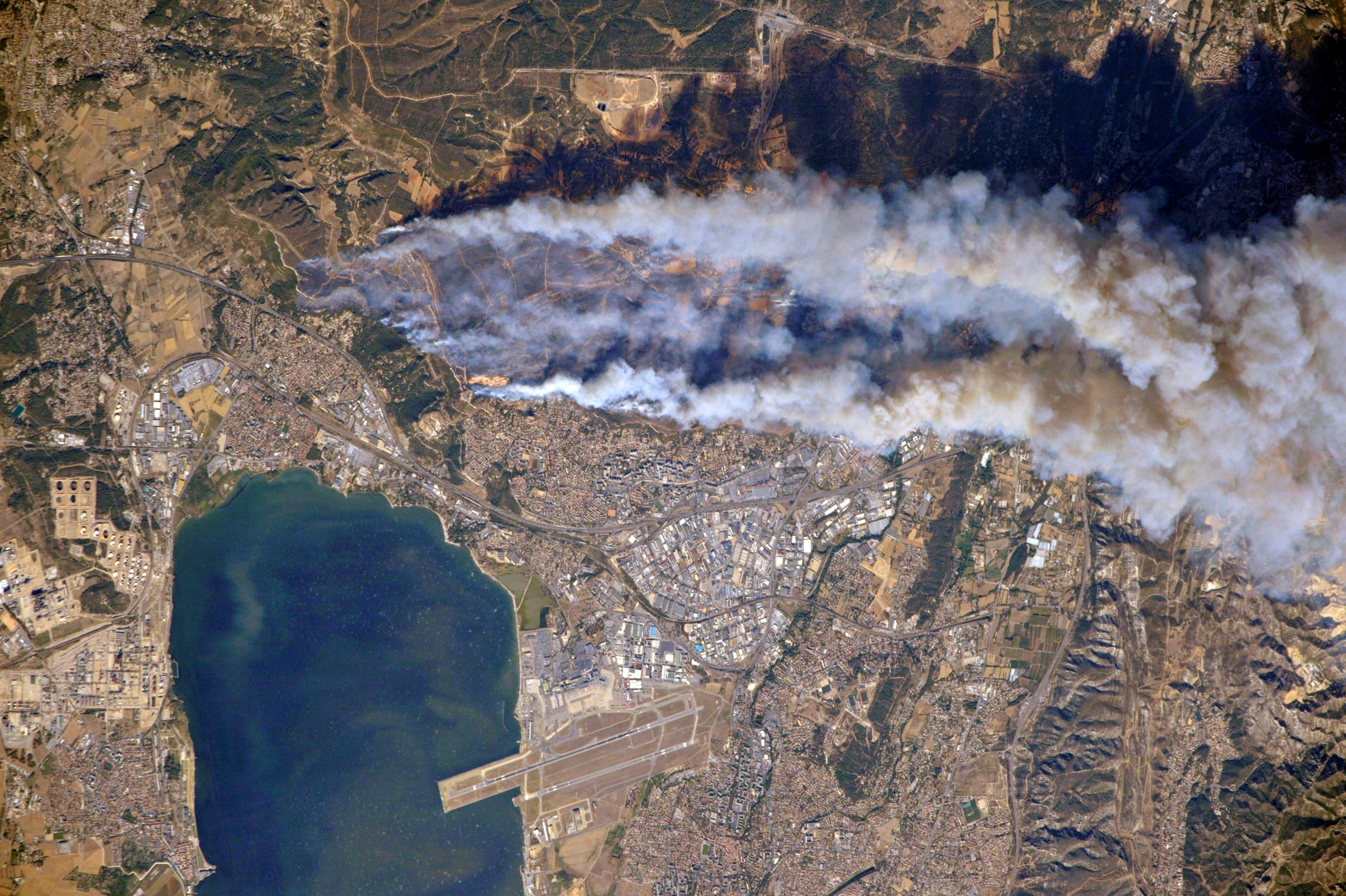 Incendies - Marseille Vitrolles Fos Les Pennes-Mirabeau - étang de Berre - International Space Station - ISS - Roscosmos - Oleg Skripochka-