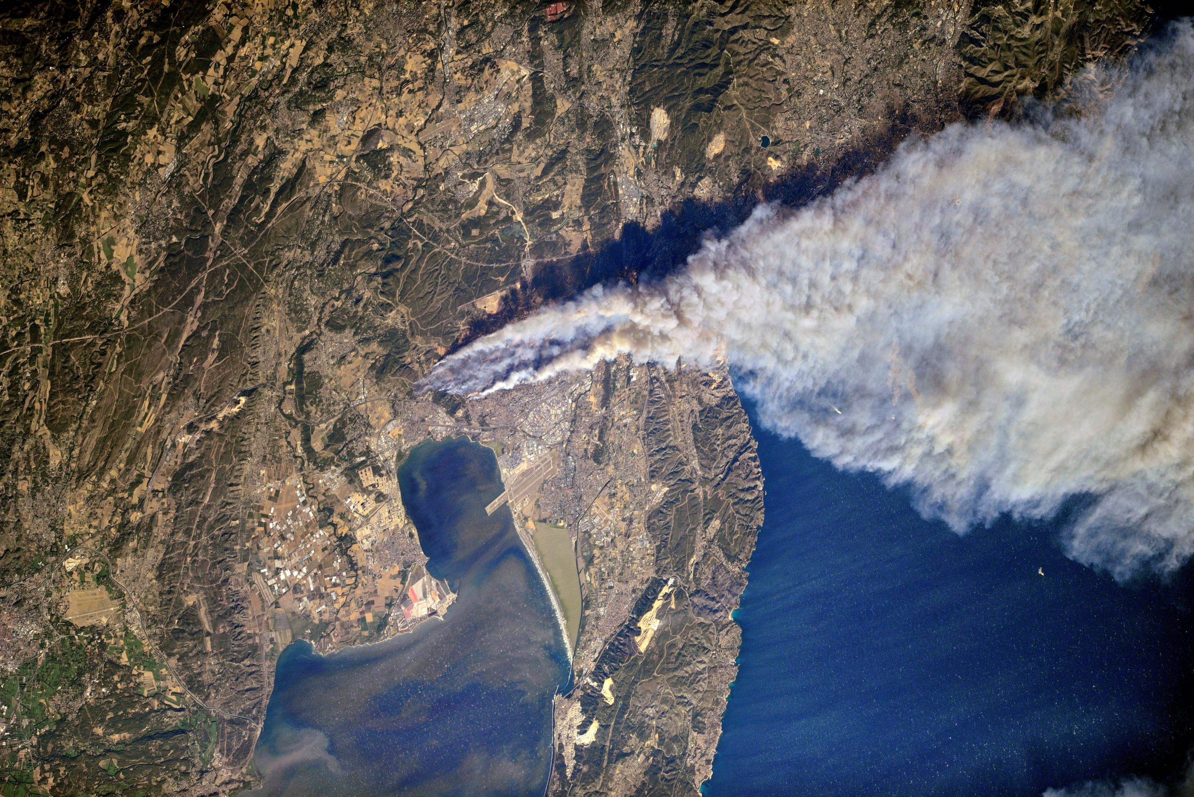 Incendies Marseille Vitrolles Etang de Berre - Les Pennes-Mirabeau - Août 2016 - Station Spatiale Internationale - ISS - Fire - Roscosmos - Oleg Skripochka