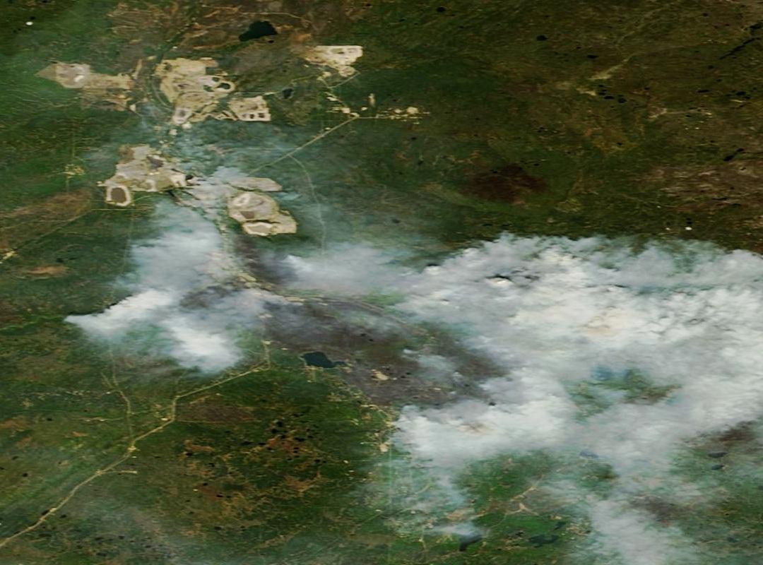 Fort Mc Murray - Alberta - Canada - Feux - Incendies - Wild Fires - satellite - Terra - MODIS - 15 mai 2016 - couleurs naturelles