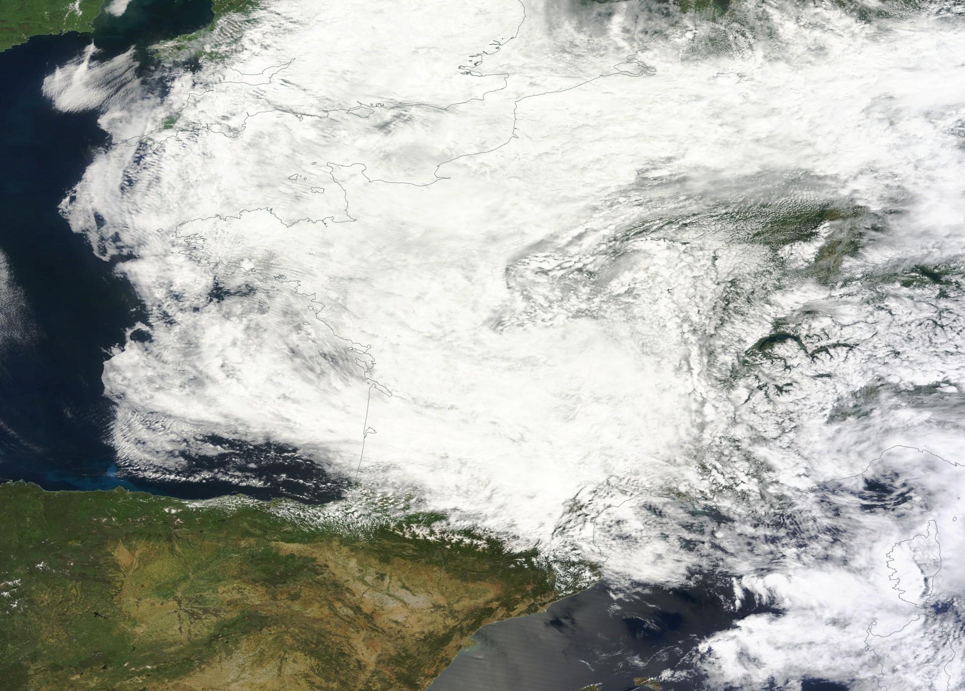 France - Pluies exceptionnelles - épisode pluvieux - Mai 2016 - satellite - Aqua - MODIS - Nuages