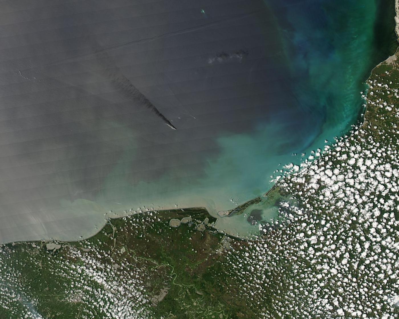 L'explosion de la plate-forme Pemex dans le golfe du Mexique en avril 2015 - Satellite Aqua - MODIS - Oil spill - Incendie - Abkatun
