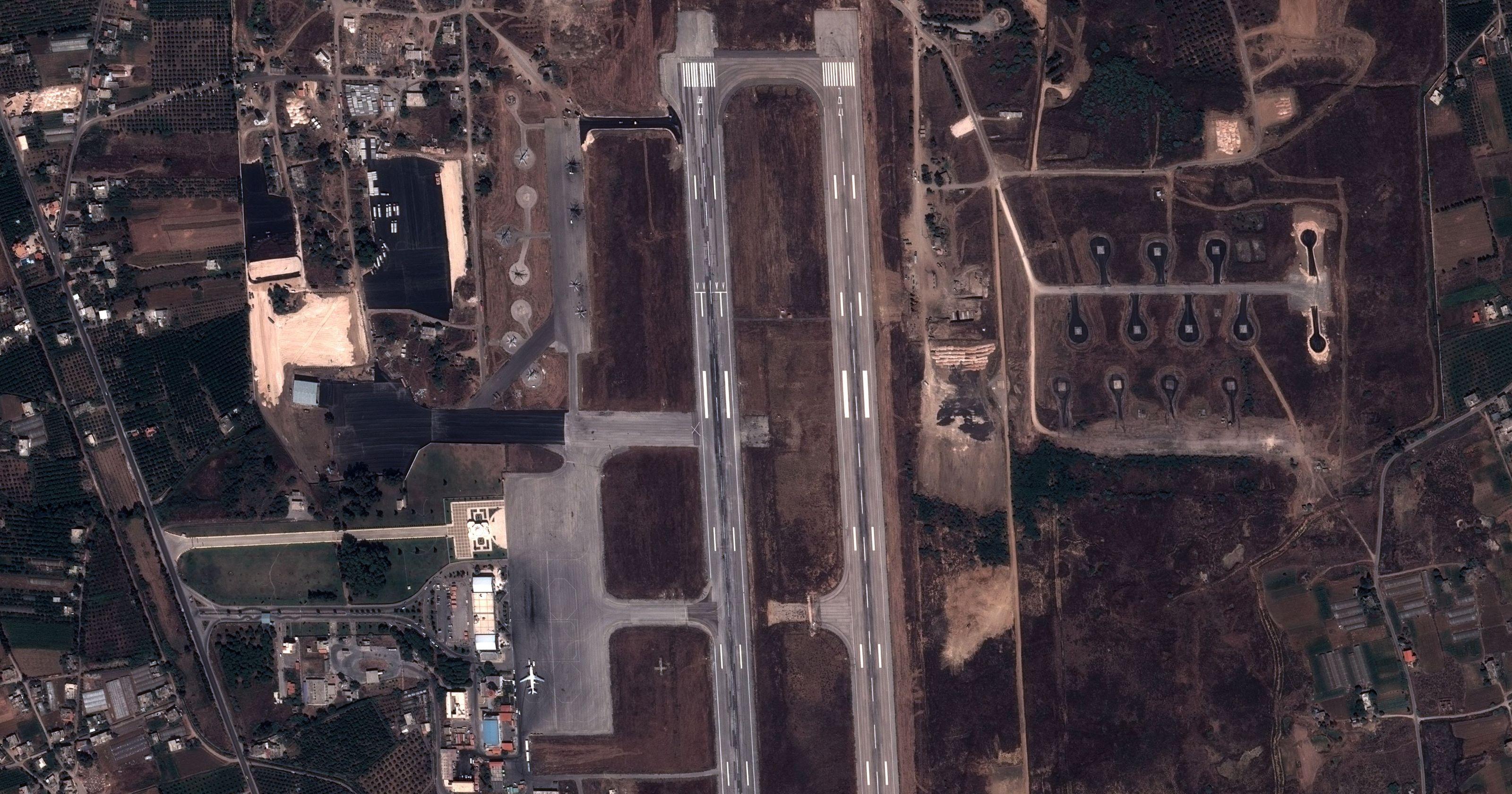 Syrie - Aéroport Lattaquié - Aménagements et travaux avant arrivée des avions russes - Pléiades - Pleiades - satellites