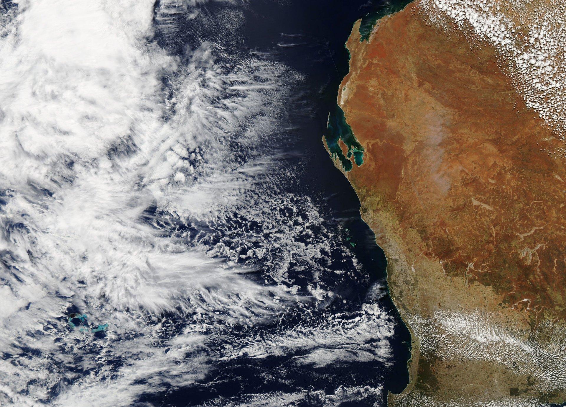 Premier avril - Poisson d'avril - April's fool - Satellite - île mystérieuse - Océan indien