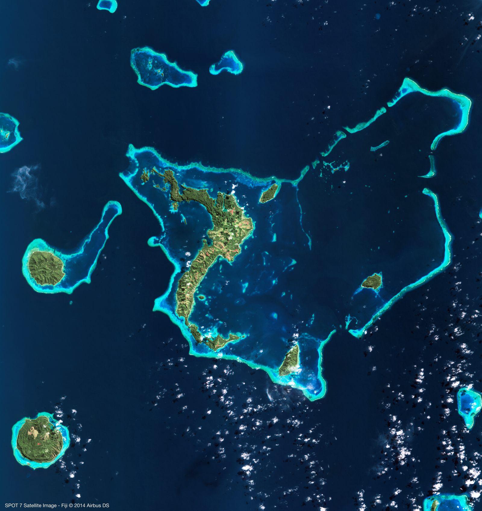 Saint-Valentin - SPOT 7 amoureux : une île en forme cœur au nord des Fidji. Image acquise par le satellite Spot 7 - Airbus Defence and Space