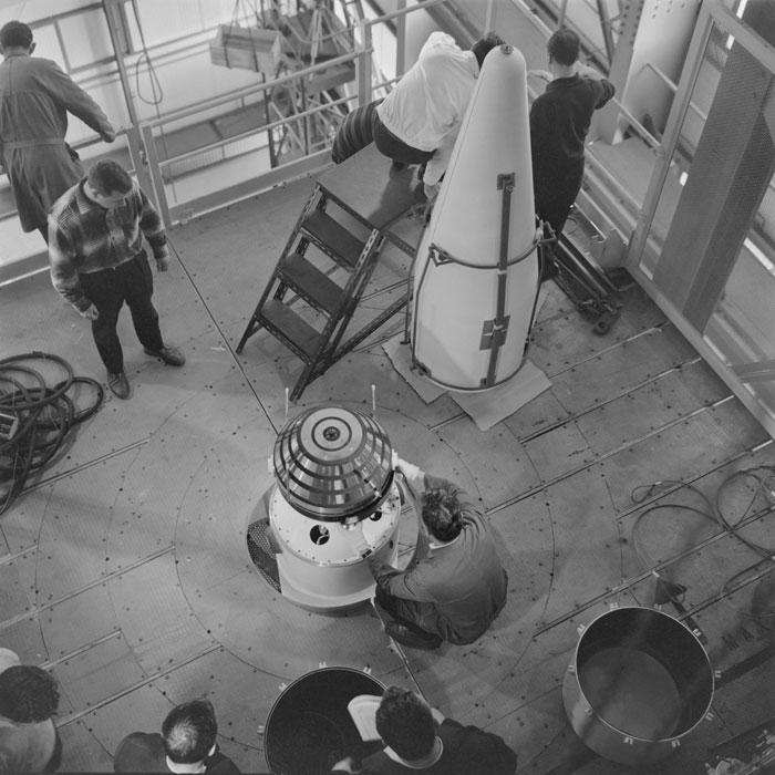 Astérix - Diamant - Répétition montage satellite lanceur - 1965 - ECPAD