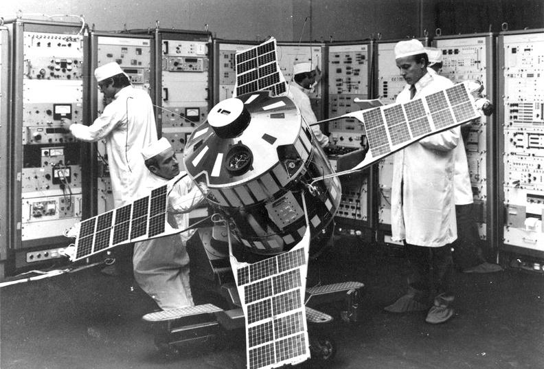 Satellite - D-2B - Aura - Intégration et essais - CNES - Matra - lancement le 20 septembre 1975 depuis Kourou