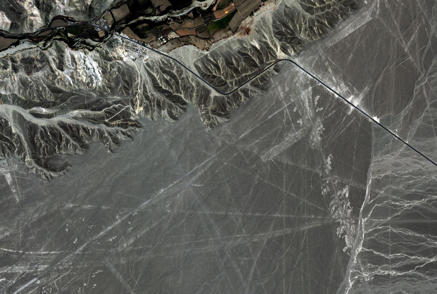 Perùsat - Premières images - First images - Nasca lines - géoglyphes de Nazca Perùsat - PeruSAT-1 - First image - satellite péruvien - CONIDA
