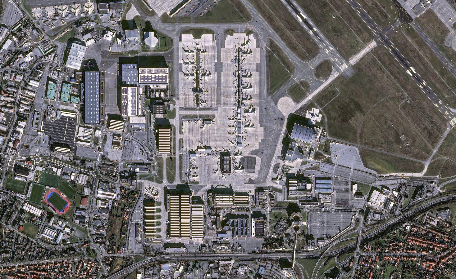 Airbus annonce une constellation de satellites à très haute résolution - VHR - THR - siège d'Airbus - Pléiades - Euroconsult - Suite - Earth observation - agile - financement privé - continuité et amélioration des performances