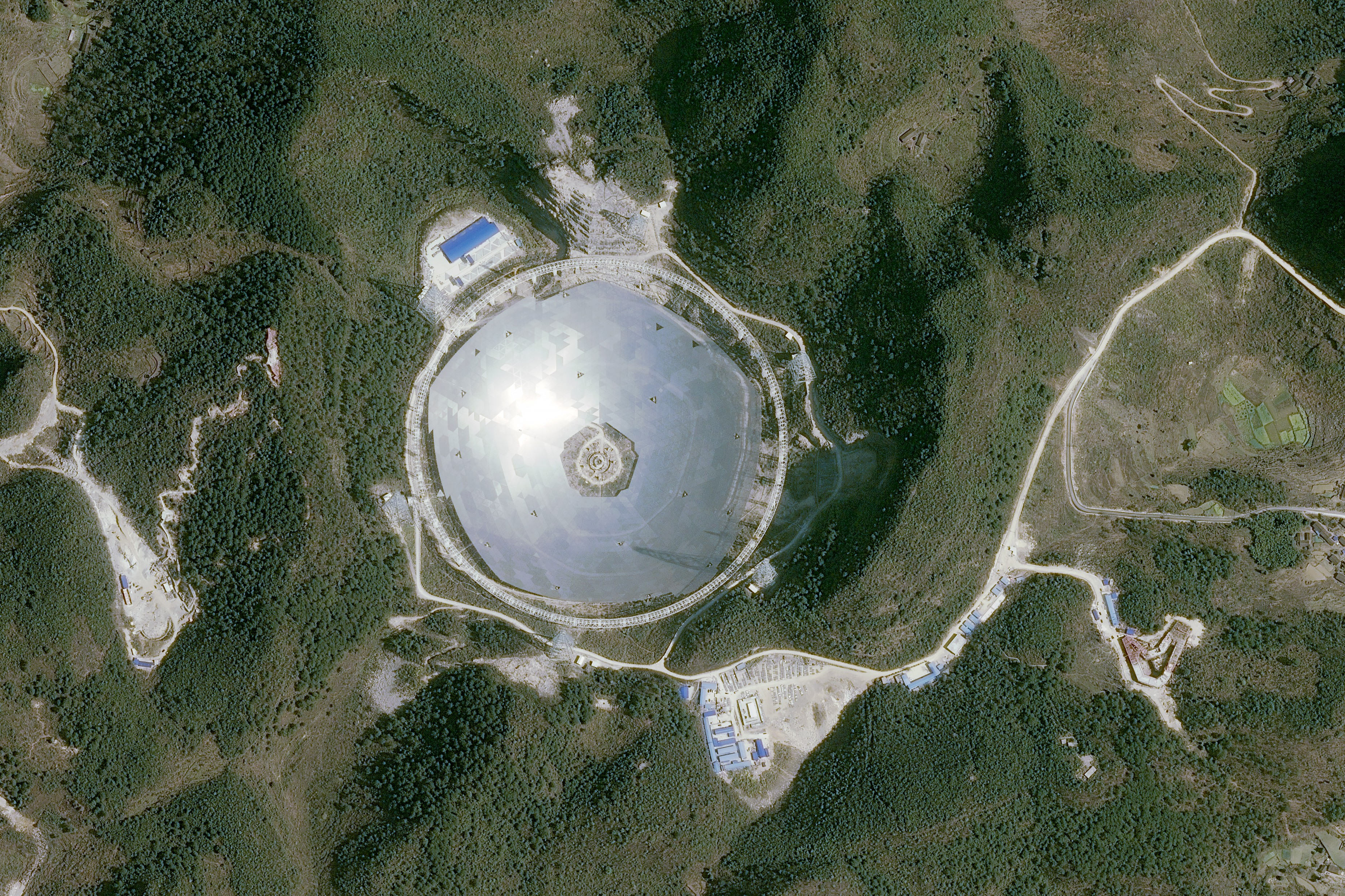 Pleiades - FAST - Radiotelescope - Chine - 500 m - Five hundred meters telescope - Airbus Defence and Space - Satellite - Univers - China - micro-ondes