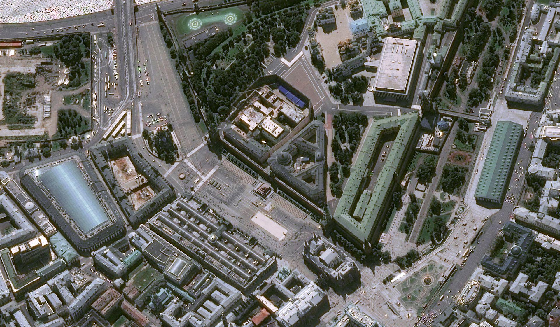 Russie - Moscou - Kremlin - Place rouge - Cathédrale St Basil - GUM - Vladimir Poutine - Pleiades - Pléiades - satellite