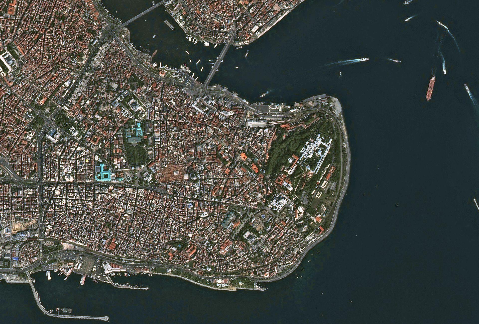Spot 6 - Istambul - Mosquée bleue - église sainte-Sophie - Bosphore -  palais de Topkapı - satellite